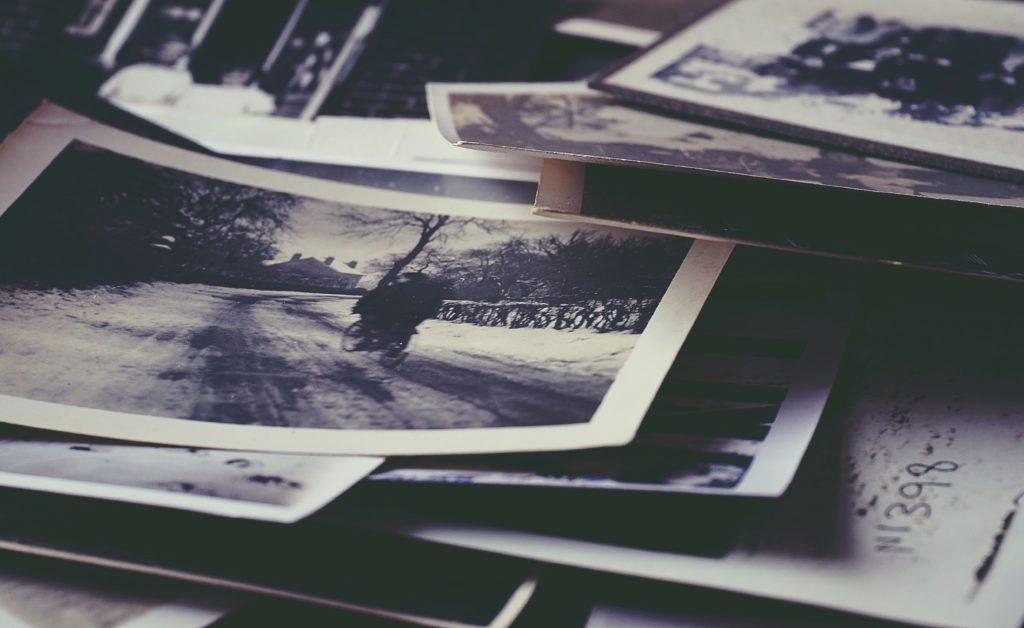 Vieilles photos empilées
